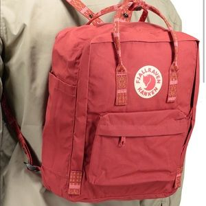 Fjallraven Kanken - Deep Red Chess Pattern